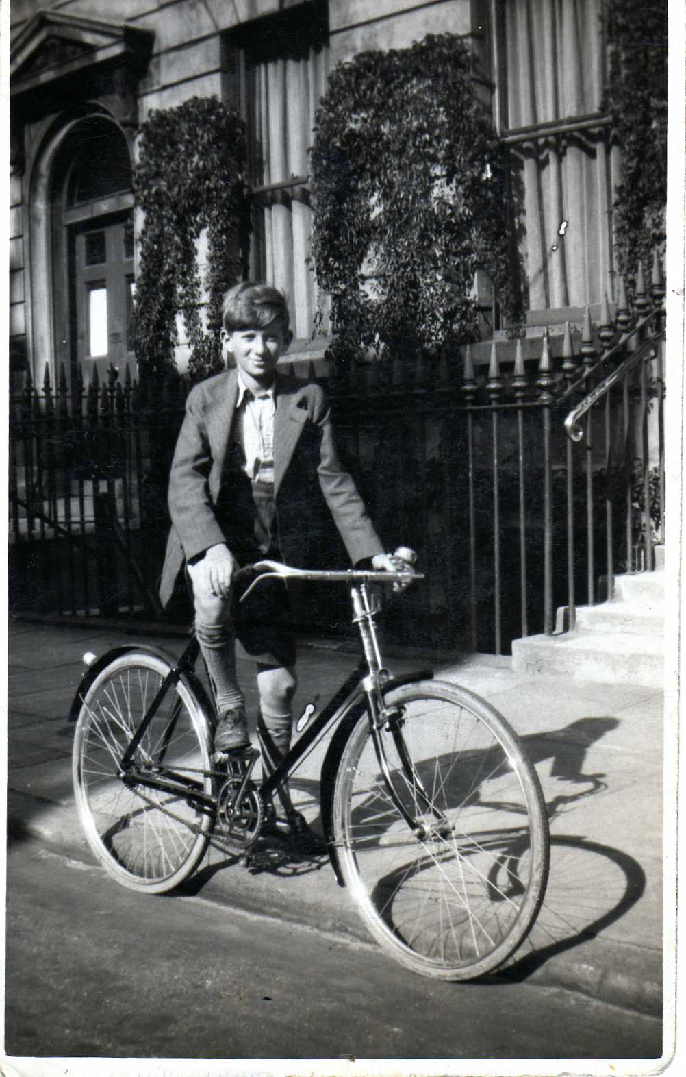In the 1930s Sam Lomberg cycled all over London and the south east on his bicycle. Picture: courtesy of Sam Lomberg